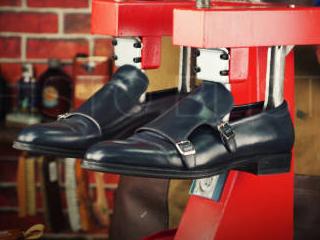 Растяжка мужской обуви